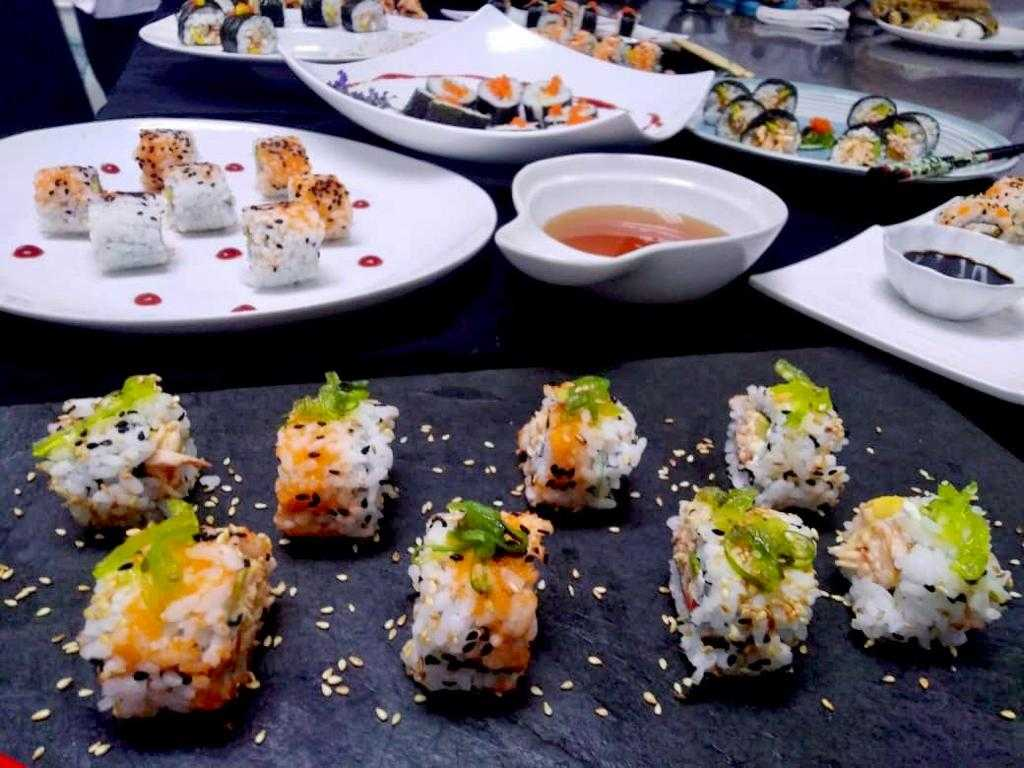 Clase de Sushi en Cocina Asiática. Alumnos del V trimestre de Chef en Cocina Internacional.